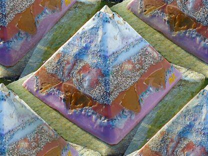 Pyramid Orgonite Netherlands Channels, bijenwas, mineralen, metalen, kristallen.