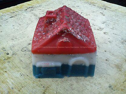 Orgonite Huis 01, bijenwas, kristallen, mineralen, metalen.