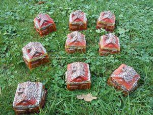 Orgonite Huis 02, bijenwas, kristallen, mineralen, metalen.