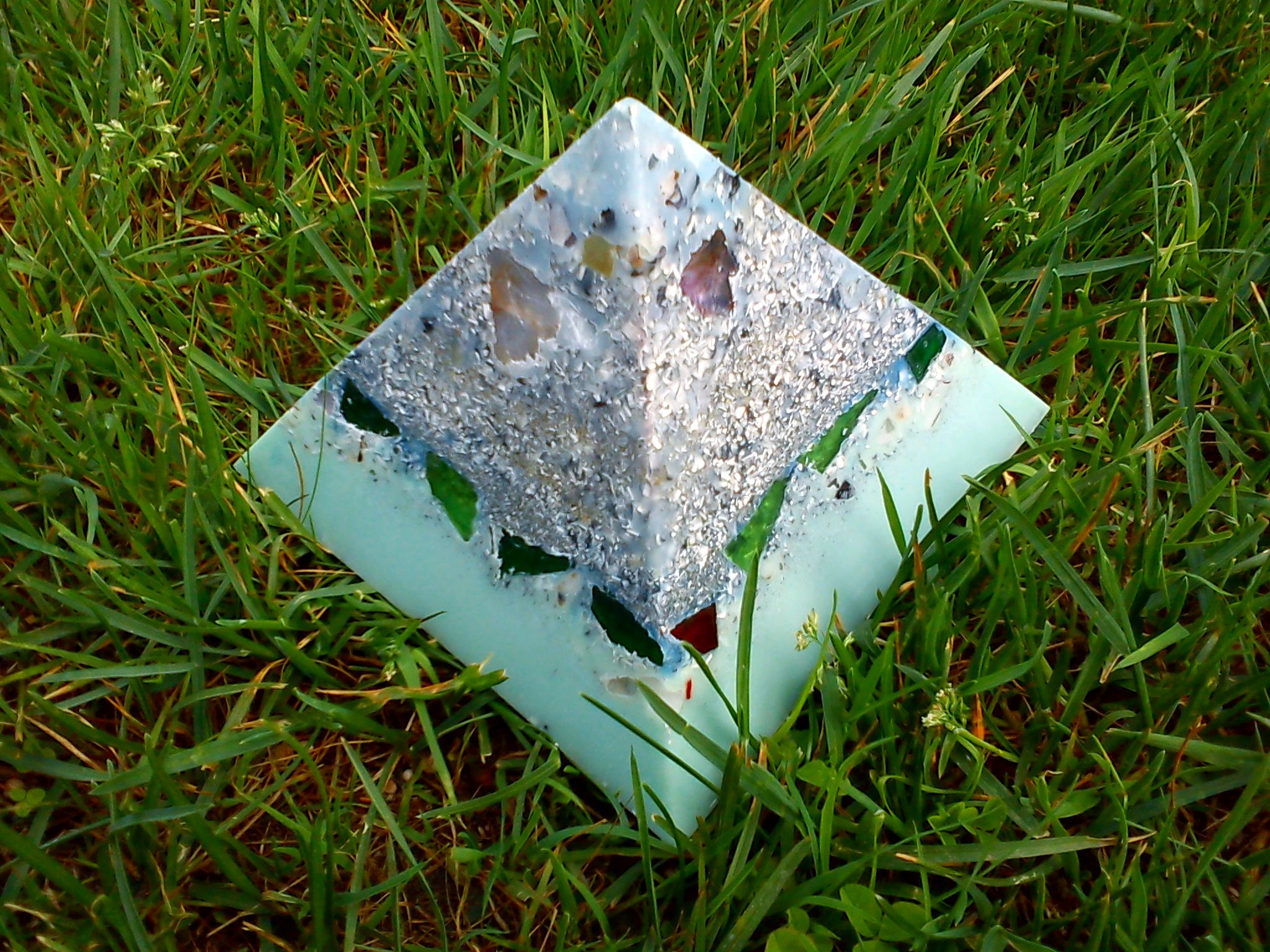 Orgonite pyramid quartz shungit 013