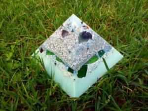 Orgonite pyramid quartz shungite 013
