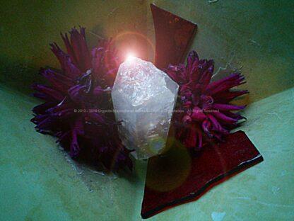 Pyramid Orgonite AmsterDhalia, bijenwas, kristallen, mineralen, metalen.