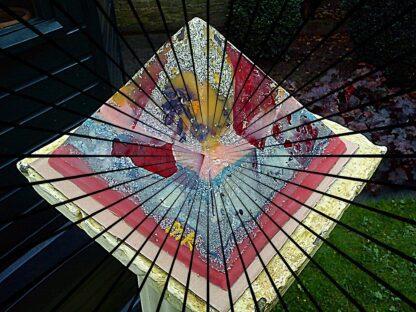 Pyramid Orgonite AmsterDhalia, bijenwas, metalen en mineralen, kristallen.