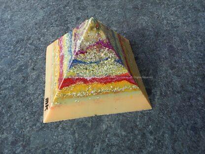 Orgonite Pyramid quartz tourmaline 021, bijenwas, kristallen, mineralen, metalen.