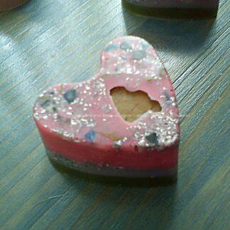 Orgonite heart jasper, bijenwas, kristallen, mineralen, metalen.
