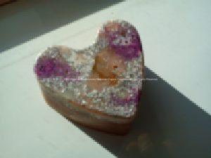 Orgonite heart shine, bijenwas, kristallen, mineralen, metalen.