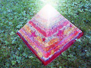 Pyramid Orgonite Christmas Stars, bijenwas, kristallen, mineralen en metalen.