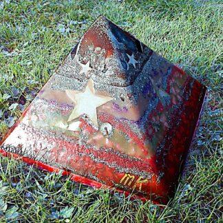 Pyramid Orgonite Star Hope, 24 cm side, bijenwas, mineralen, kristallen, metalen.