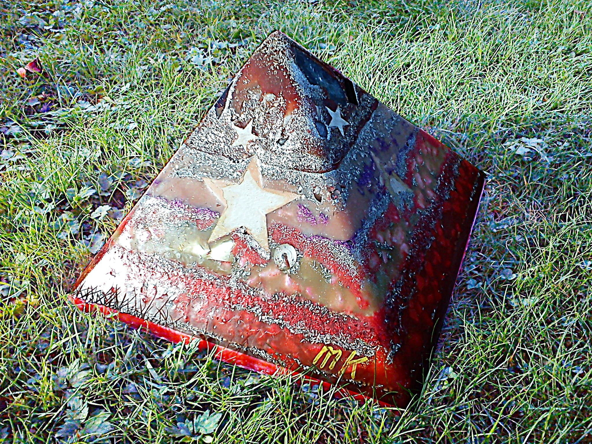 Pyramid Orgonite Star Hope, 24 cm side, bijenwas, mineralen, kristallen, metalen.