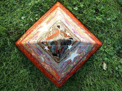 Pyramid Orgonite Star Hope, bijenwas, kristallen, mineralen, metalen.