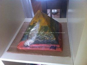 Limburg Piramide Orgonite 24 cm, bijenwas, mineralen, bergkristal, selenit, roze kwarts.