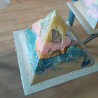 Orgonite Pyramid Quartz Tourmaline 023, Bergkristal, bijenwas, tourmaline , selenit en metalen.