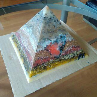 Piramide Orgone Angelite Hart 17cm, bijenwas, 2 Bergkristalen, metalen, een orgonite art hart met Angelite.