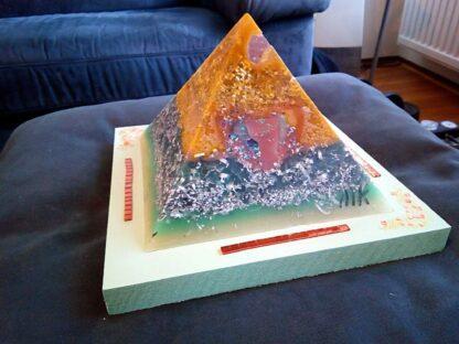 Budapest heart 17 cm pyramid orgonite