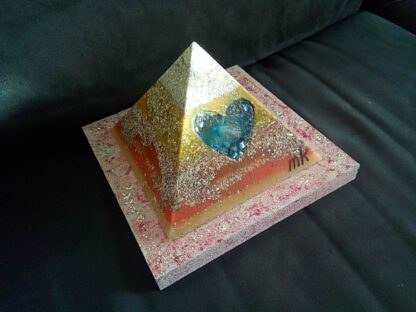 Piramide Orgone Bergkristall hart 17 cm v2