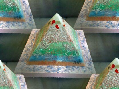 Liverpool 17 cm pyramid orgonite