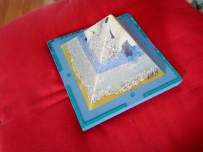 Manchester 17 cm pyramid orgonite
