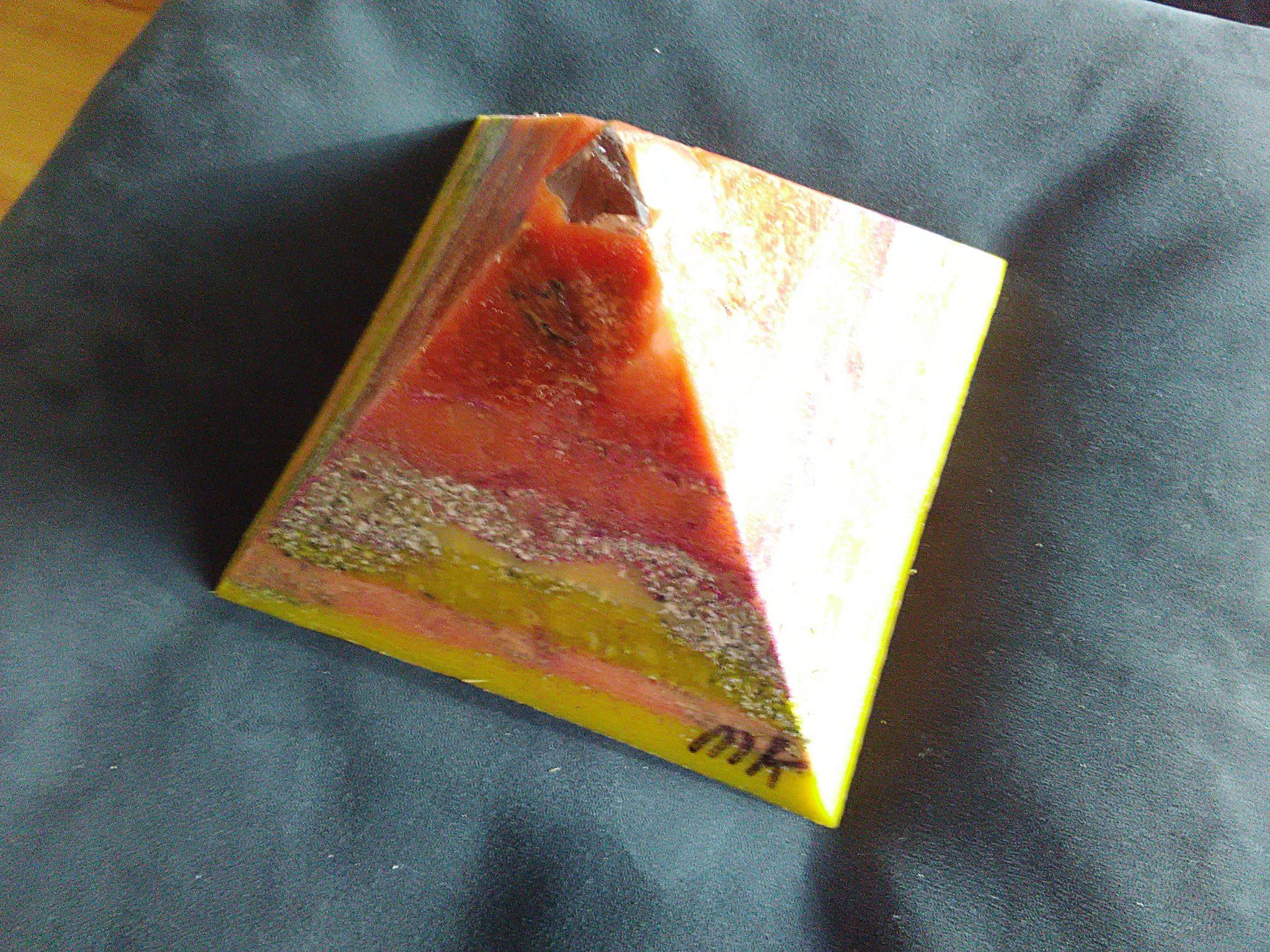 VK Ultra pyramid orgonite