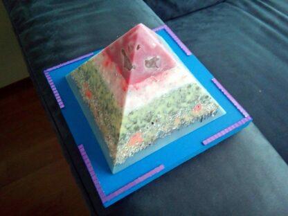 Blizzard 17 cm piramide orgonite
