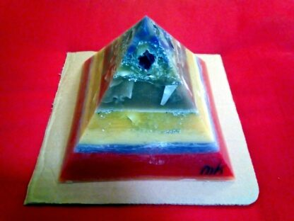 God Save The Queen 17 cm Piramide orgonite