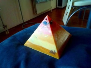 Lemuria Dream 17 cm pyramid orgonite 002