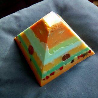 Opaliet 17 cm pyramid orgonite 001