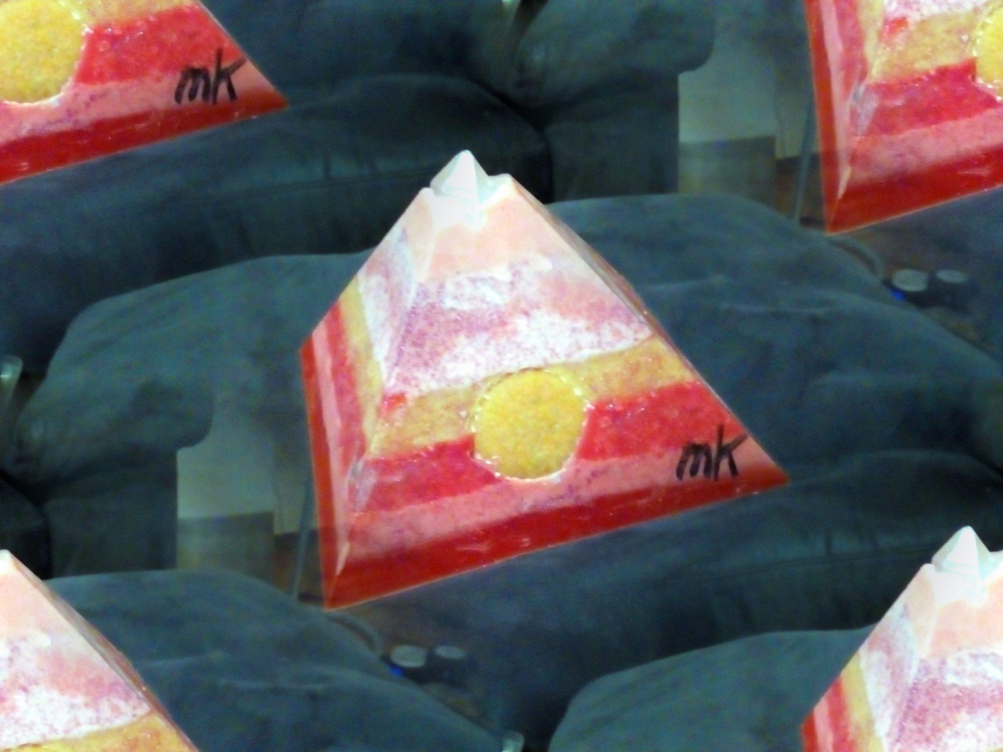 Peacekeeper 17 cm piramide orgonite