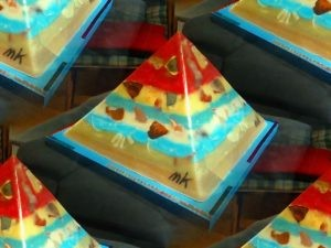 Polychroom 24 cm pyramid orgonite
