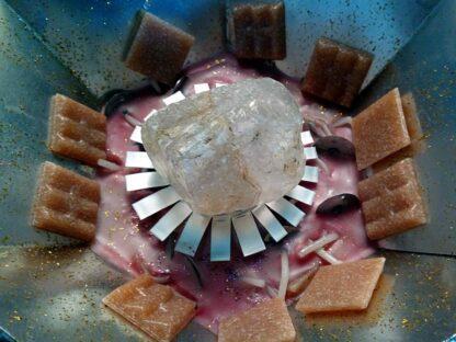 beeswax orgonite one, met bijenwas, metalen, bergkristal, fluoriet en mosaic steentjes.