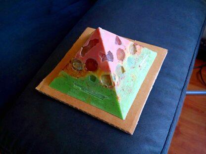 Disintegration 12 cm pyramid zijde A
