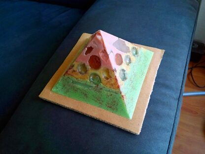 Disintegration 12 cm pyramid zijde B