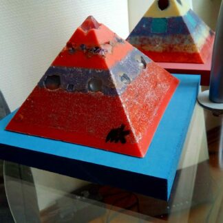 Eye of the Lagoon 12 cm pyramid