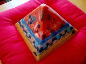Juni Maan 24 cm piramide orgonite - tweede zijde