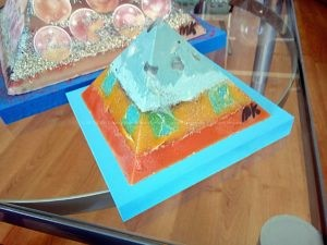 Strawbarry Moon 12 cm pyramid