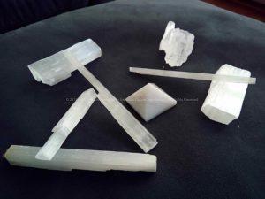 Seleniet en kwarts piramide.