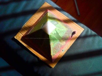 Selenium 13 cm pyramid Orgonite beeswax