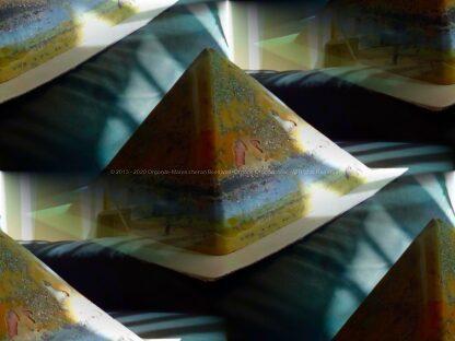 Prayers 24 cm beeswax pyramid