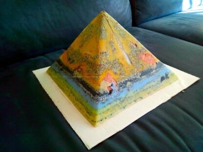 Prayers 24 cm pyramid