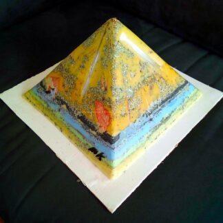 Prayers 24 cm pyramide